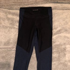 Black/navy blue outdoor voices leggings 3/4 length